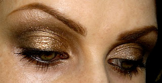 Siobhan of Letzmakeup wearing a gold and bronze steampunk inspired smokey eye