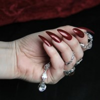 DIY: Retro Vamp Stiletto Nail Tutorial